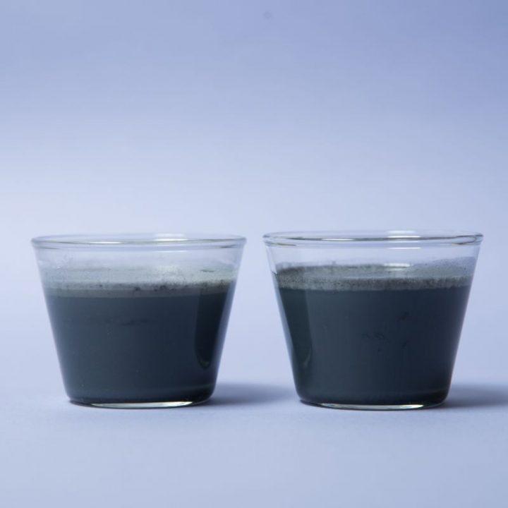 グラスに注がれた『ライザップ プロテイン』シリーズ2種