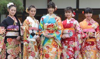藤田ニコル、岡田結実ら美女11人が艶やかな晴れ着姿を披露!