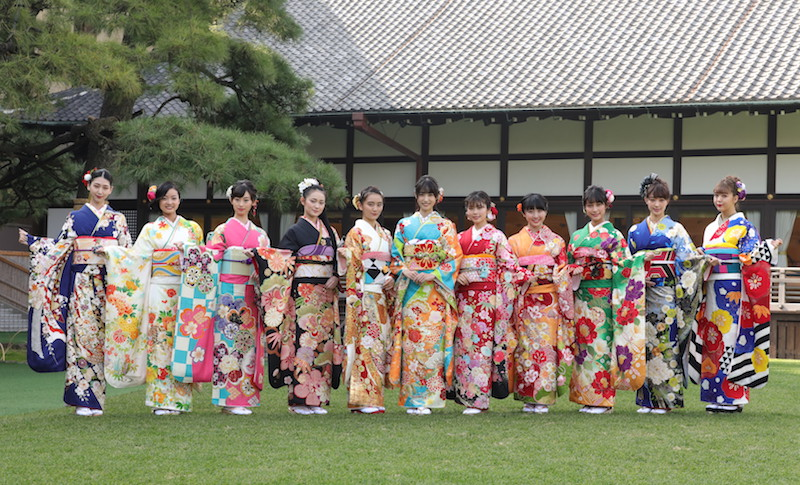オスカープロモーション所属の女性タレント11人の晴れ着姿