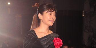 篠原涼子は「背中見せ」の大胆ドレス姿!冬でもホットな美女4人の【ファッションチェック】