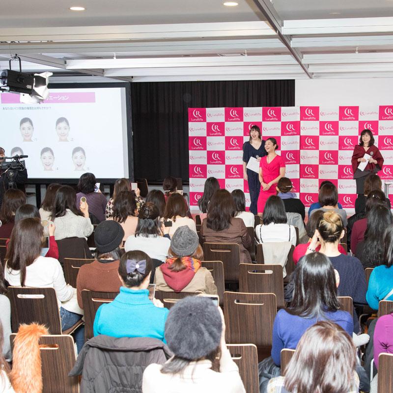 イベントに参加している顔ヨガ講師の間々田佳子さん