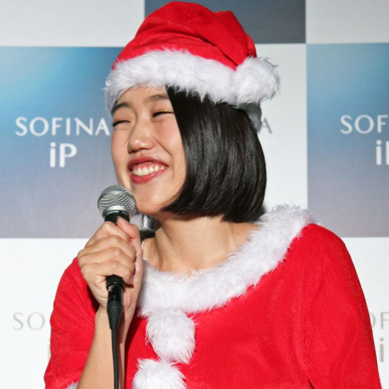 サンタクロース姿の横澤夏子