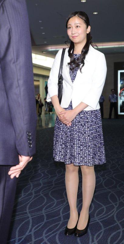 空港にて、笑顔で対応される佳子さま