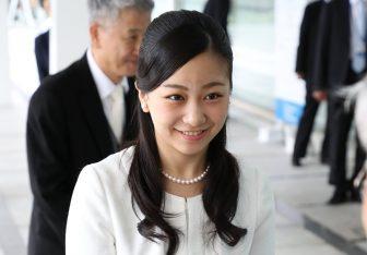佳子さま 笑顔輝く清楚なファッションを写真12枚で紹介