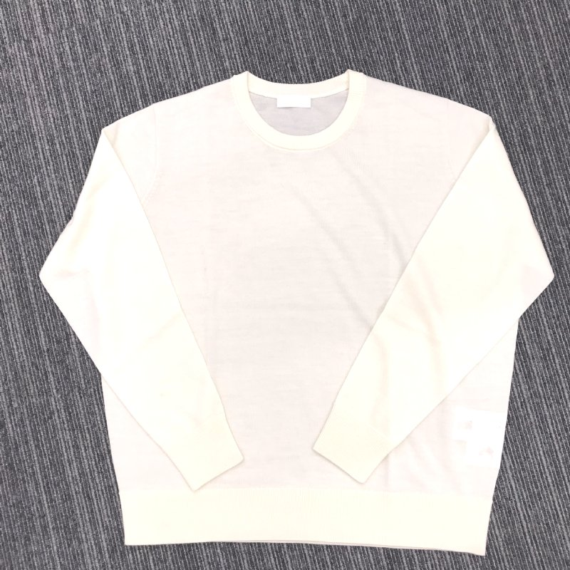 ZOZOの白のニットセーター