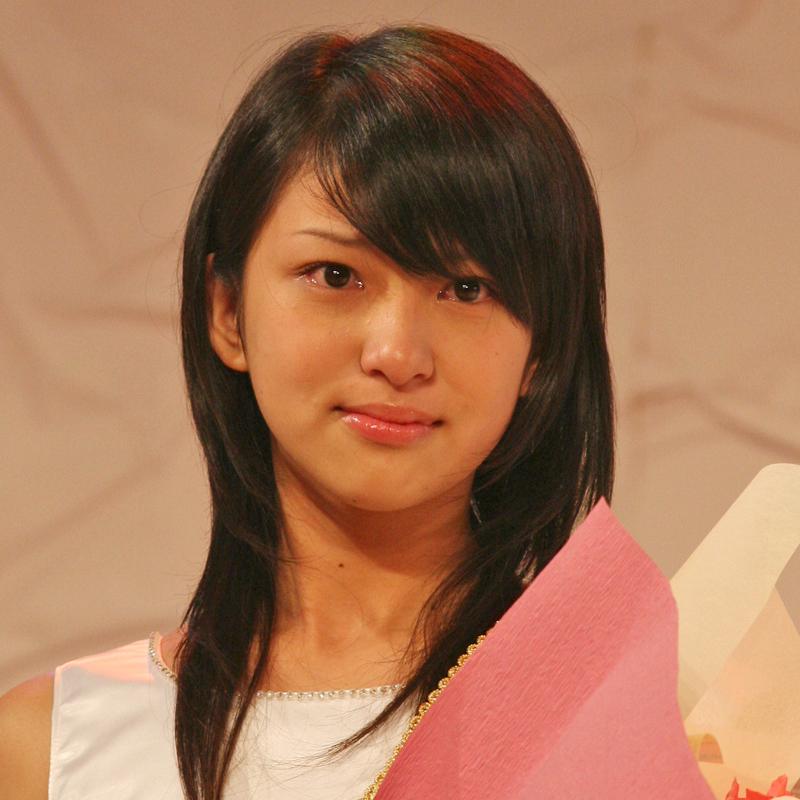 国民的美少女コンテストで入賞して涙ぐむ武井咲