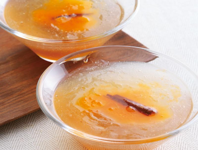 オレンジ色が美しいシナモン柑橘とはちみつの葛よせ