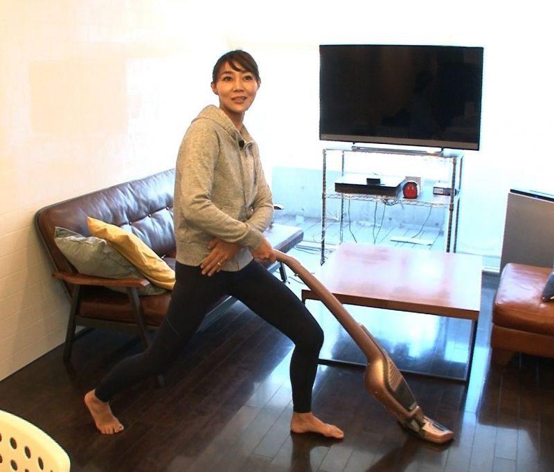 『梅沢富美男のズバッと聞きます!』場面写真/ながらトレーニングする村田由美子
