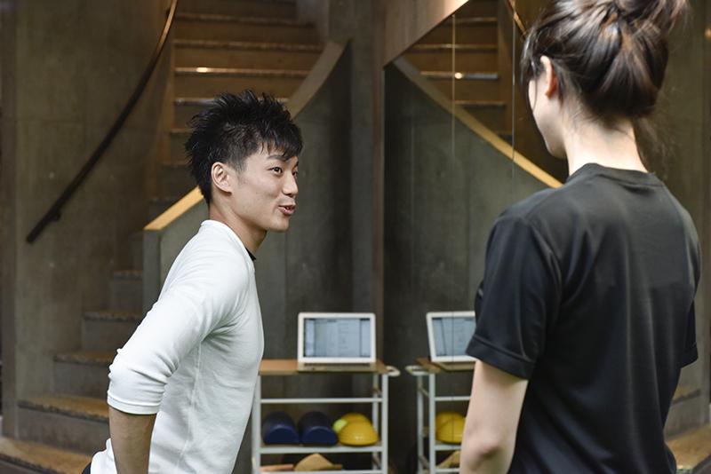「Dr.トレーニング」中目黒店店長の東田雄輔さんとお客