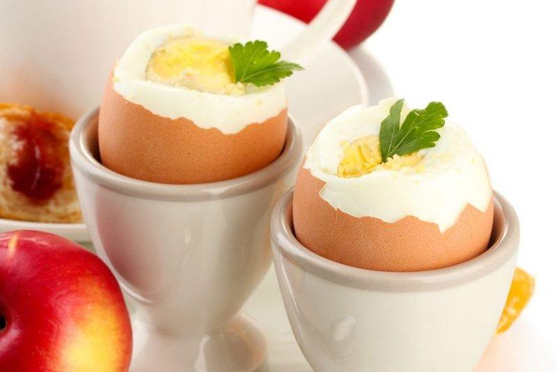 器に入ったゆで卵