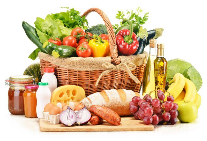 野菜やフルーツ、パンなど様々な食材がある