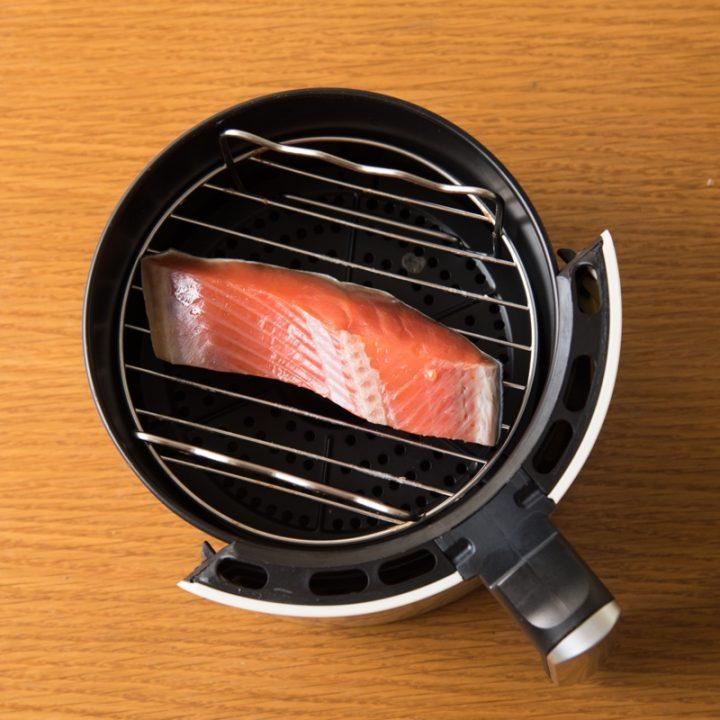 熱風フライヤー調理前の鮭