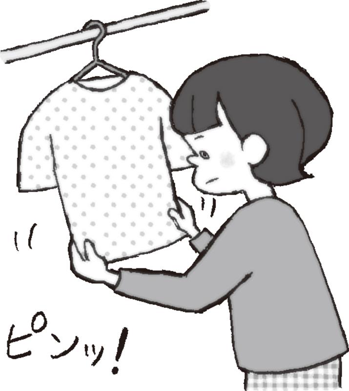 洗濯物を両手で引っ張りしわを伸ばす女性のイラスト