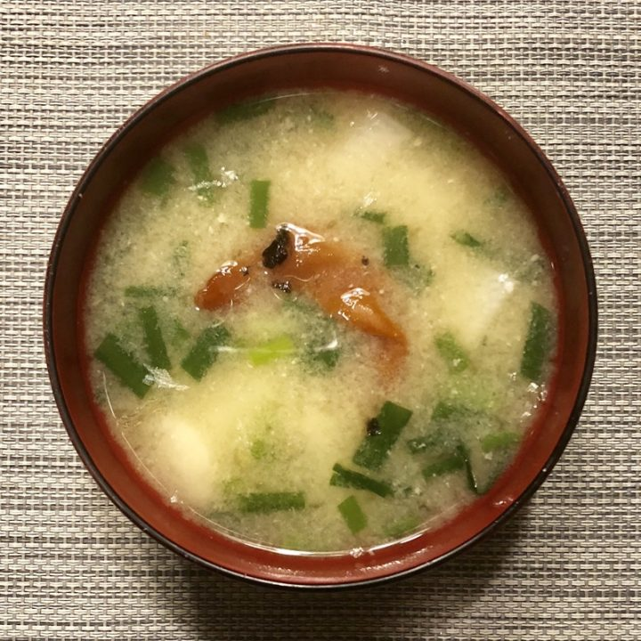 長芋とねぎの梅味噌汁
