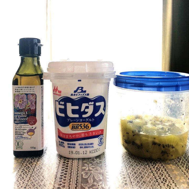 アマニ油とヨーグルトとはちみつ漬けキウイ