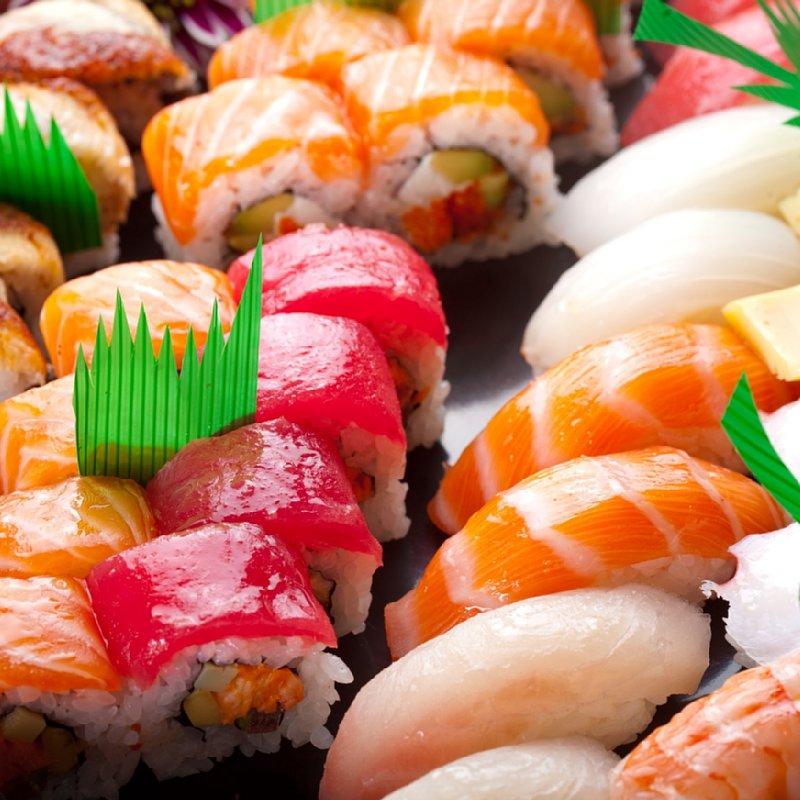 寿司が並んでいる