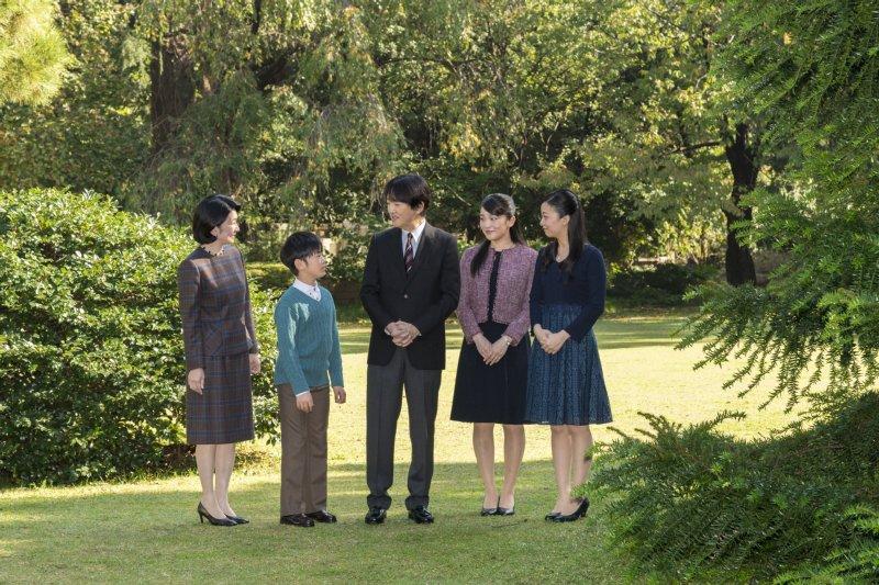 秋篠宮さまのお誕生日のファミリーショット