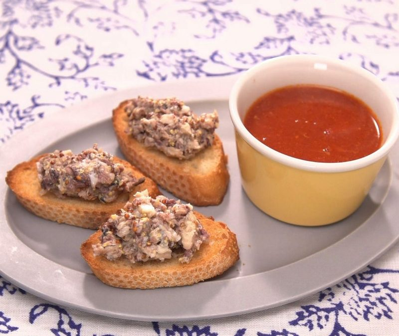 イワシトーストとトマトスープ
