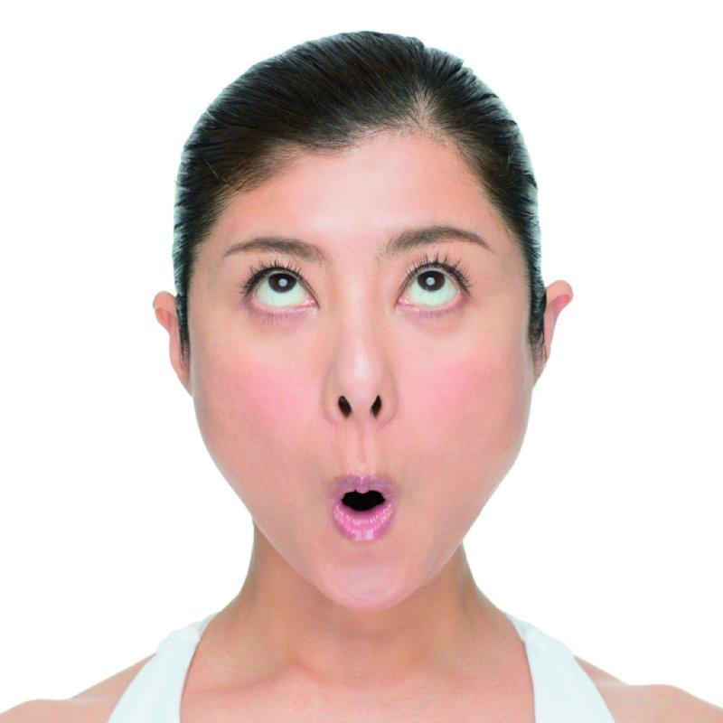 鼻の下を伸ばして上下の唇を巻き込み、ほうれい線が消えるまで「オー」と唱える。