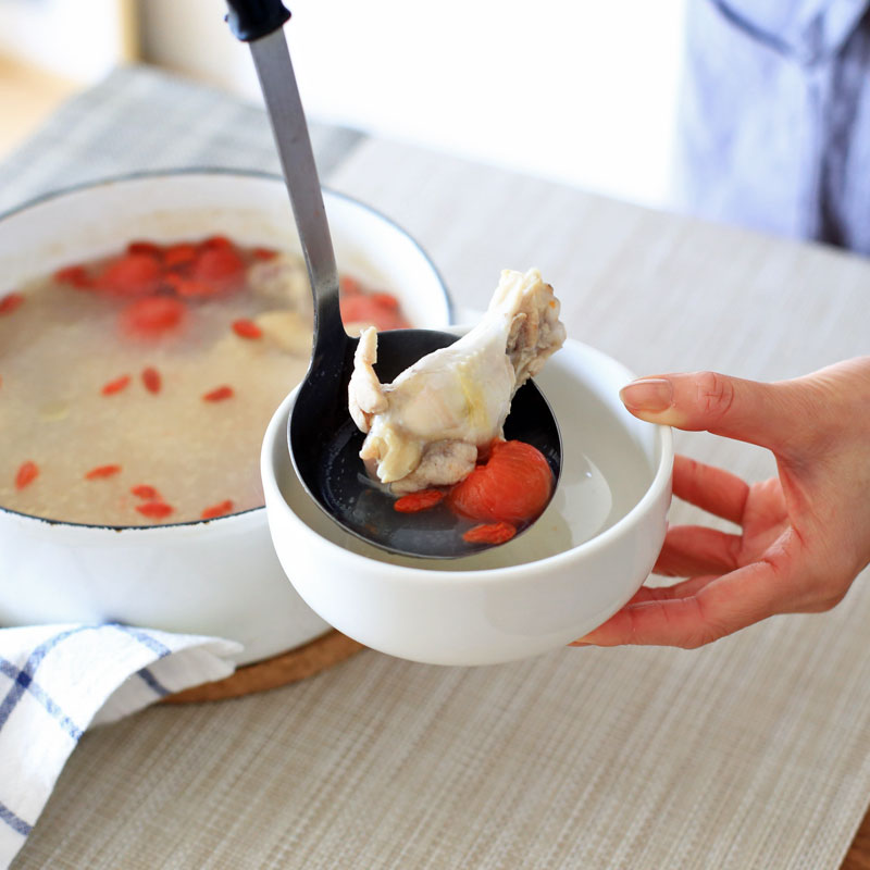 市橋有里が考案した、自宅で簡単に作れる薬膳料理「tomatoサムゲタン」