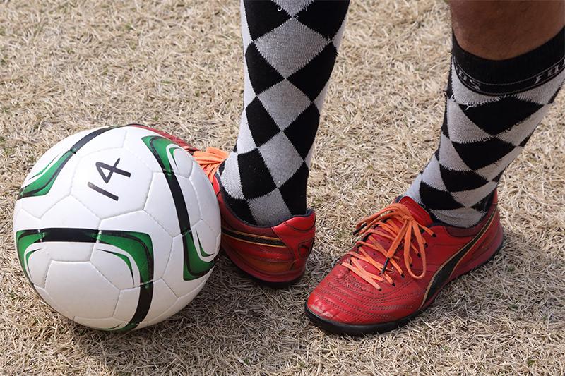 インサイドキックの足元とボール