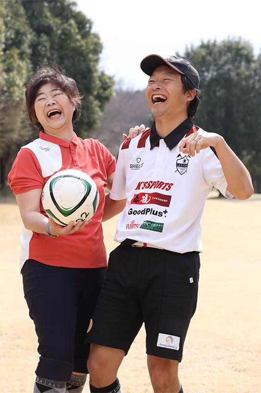 オバ記者と笑い合うコーチの桑田さん