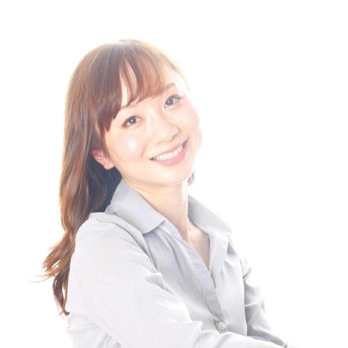 ヨガ講師のYOSHIEさんの顔
