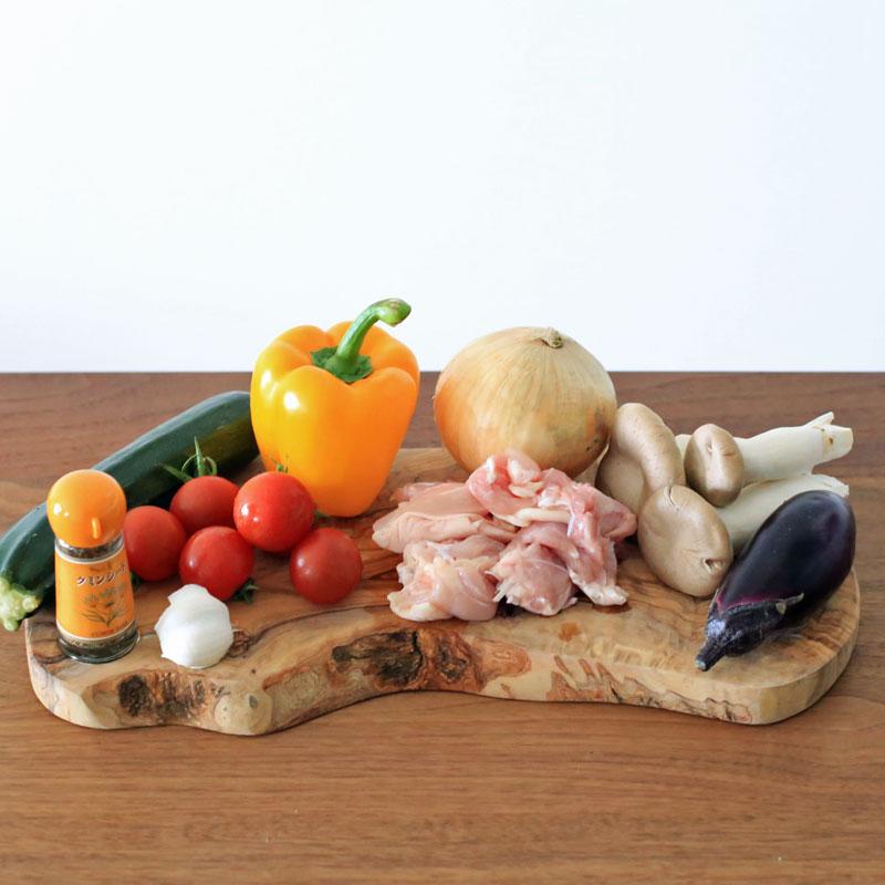 夏野菜と鶏肉のクミン煮込みの材料