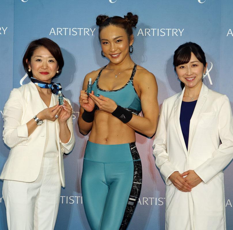 人気クロスフィットトレーナーのAYAさん、「アーティストリー」ブランドの部長を務める杉本千恵さん、お肌の専門家・小林智子先生