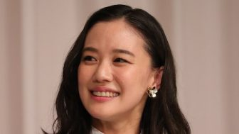蒼井優は結婚会見で70万円イヤリング!幸せ美女4人の【ファッションチェック】