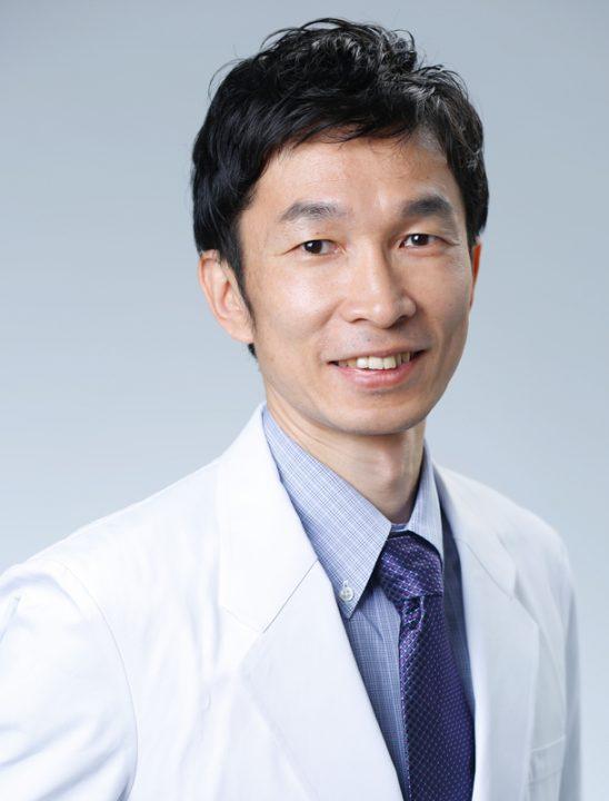 青木医師の笑顔の顔写真
