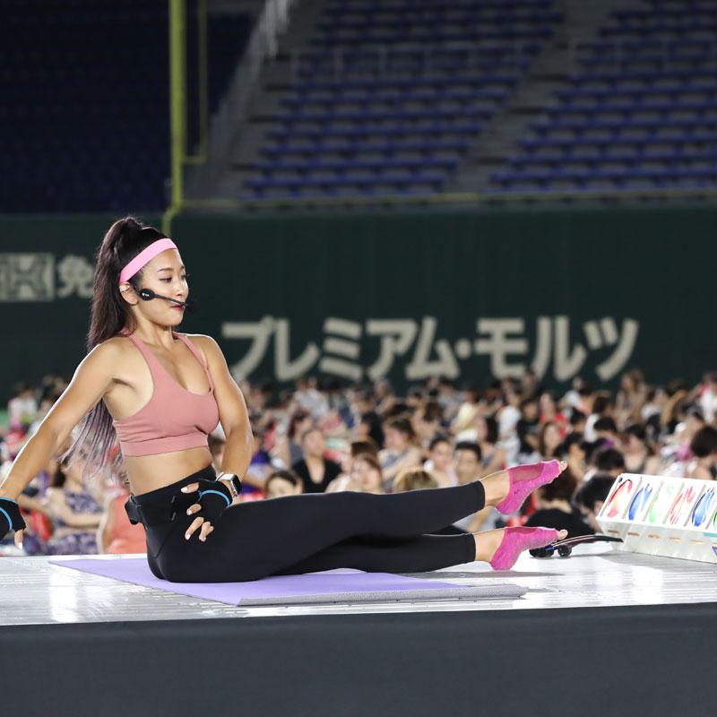 『JEXER TOKYO DOME NIGHT YOGA 2019』で行われた「POP Pilates(ポップピラティス)」