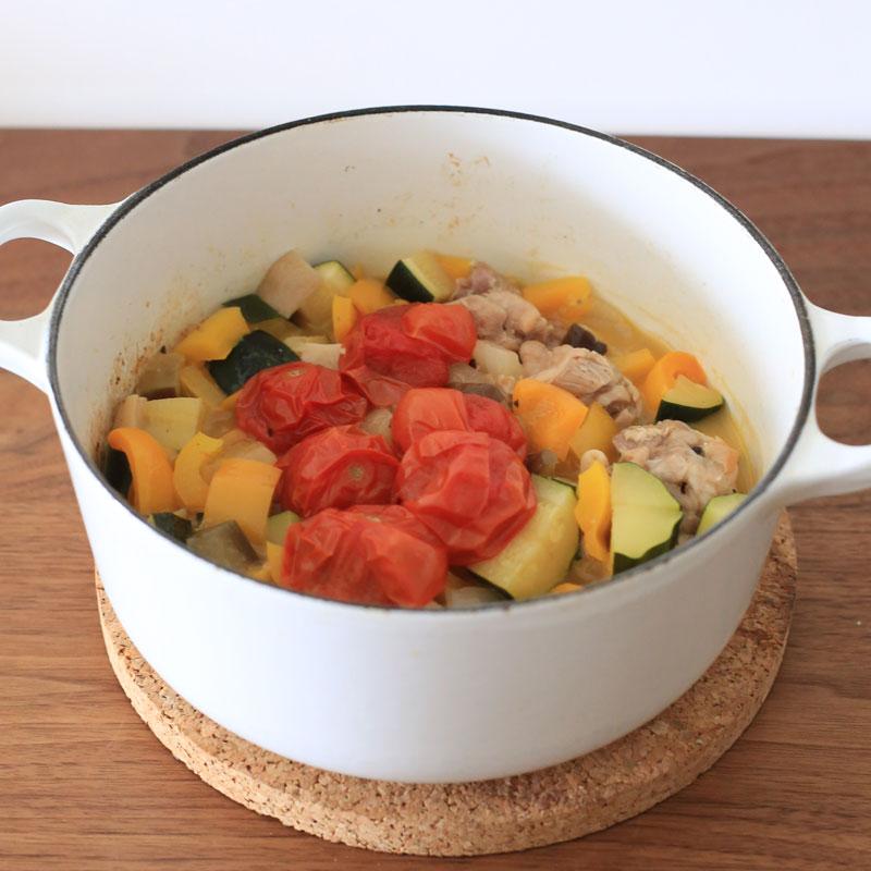 夏野菜と鶏肉のクミン煮込み