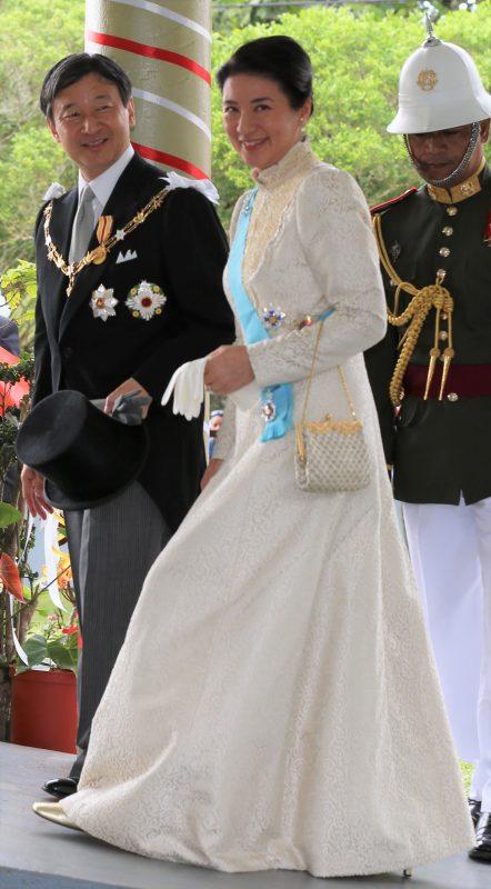 ローブ・モンタントを着て笑顔で皇太子さま(当時)と歩かれている雅子さま
