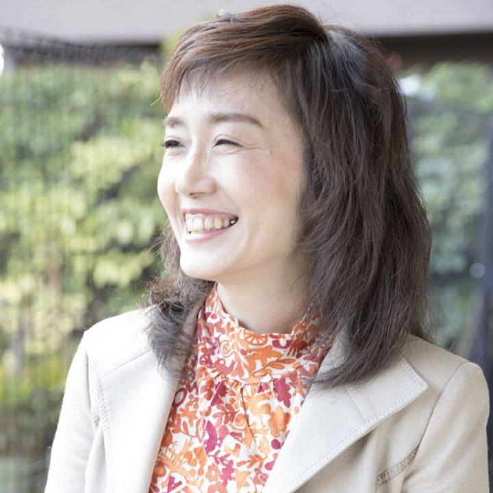 笑顔の菊池真由子先生の顔写真