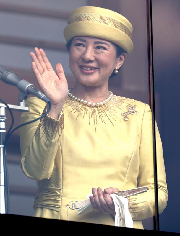 笑顔でお手振りする皇后雅子さま
