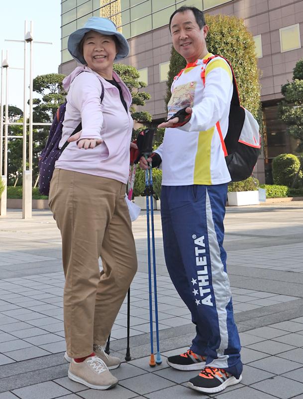 オバ記者と全日本ノルディック・ウォーク連盟ウォーキングライフマイスターの仁科明宏さん