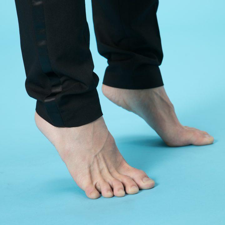 背伸びしているときの足元