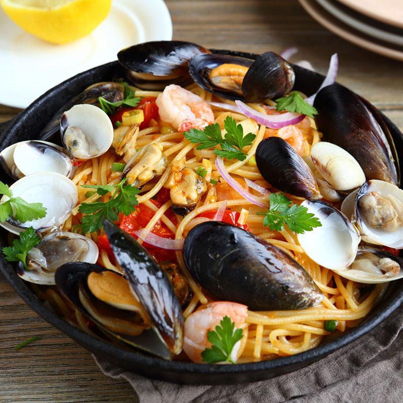 トマトソースの魚貝パスタ