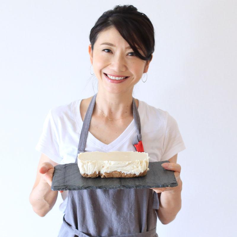 「レアチーズ豆腐」を持つ市橋有里