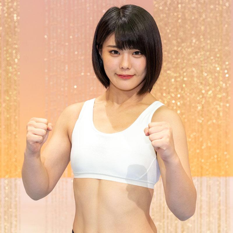 『筋肉体操』に出演する川村虹花