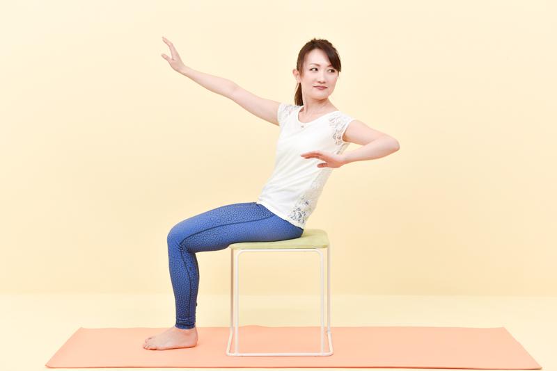 腹筋に力がはいりにくくなり、体の重心が後ろにいってしまったNG姿勢