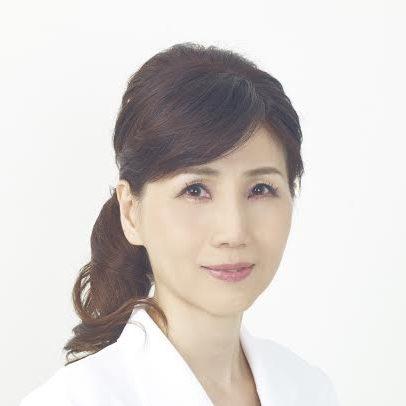 皮膚科医の赤須玲子さんの顔