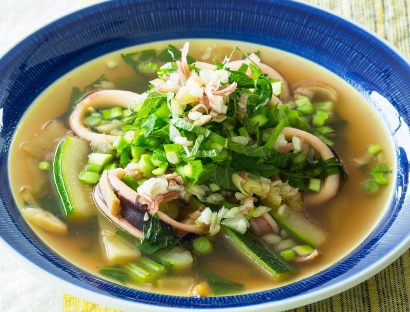 いかと野菜たっぷりのせイライラ解消スープ