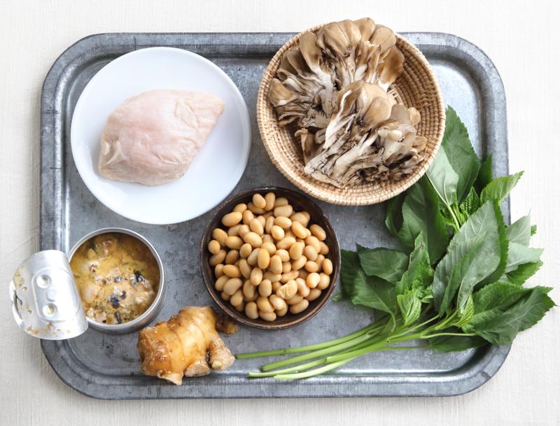 サラダチキン、まいたけ、さば水煮缶、しょうが、大豆、モロヘイヤ