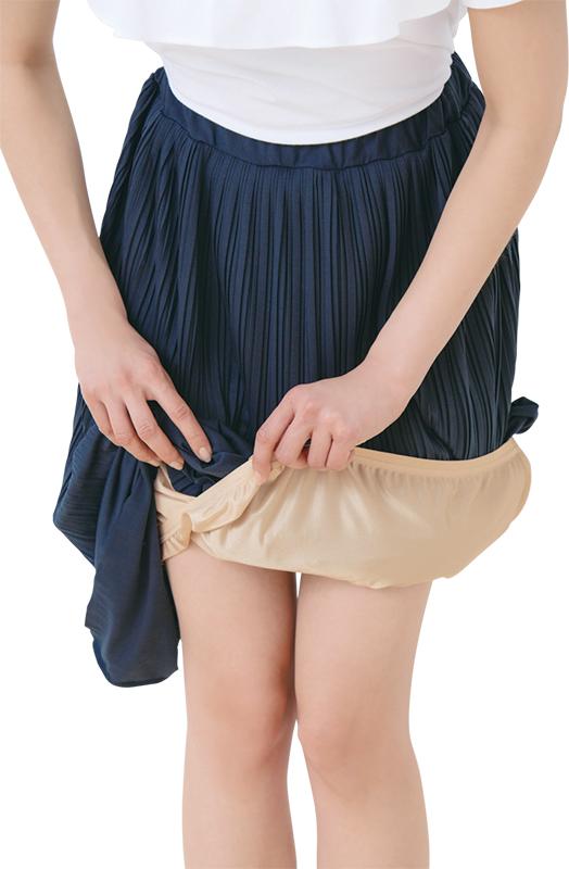 スカートの下に履いたDHCの(スカート用ラクペチ)
