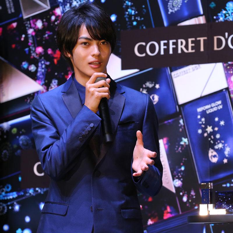 『コフレドール 神尾楓珠 「Twinkle Night Collection」 PR担当就任発表会』に登壇した神尾楓珠