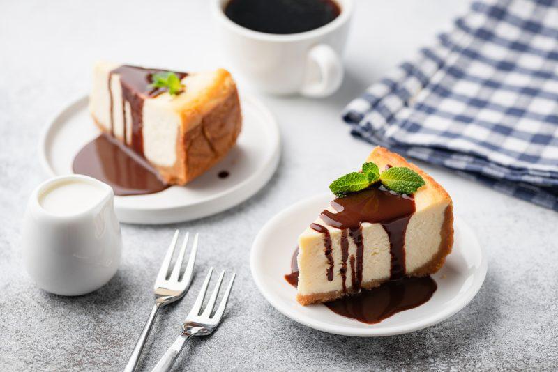 ケーキが2つ並んでいる