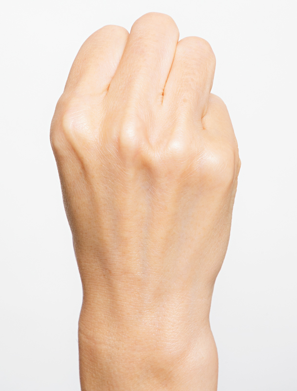 グーにした手の画像