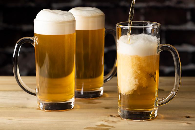 ジョッキの生ビール写真